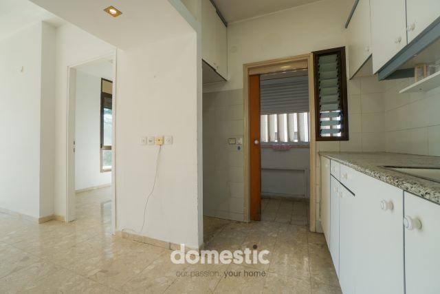 For sale 3 room apartment near Ben Gurion Blvd