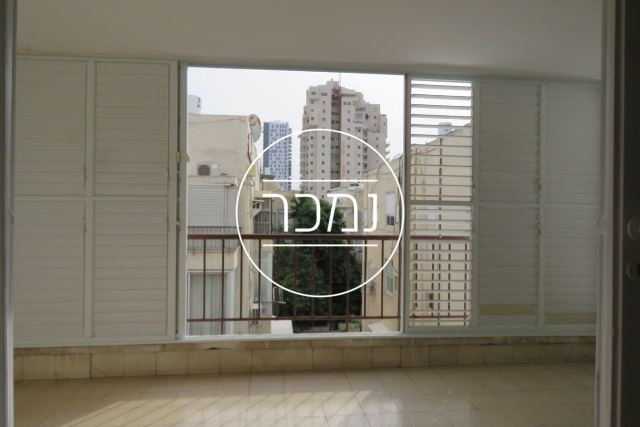 למכירה דירת 3 חדרים עם מעלית בצפון הישן תל אביב