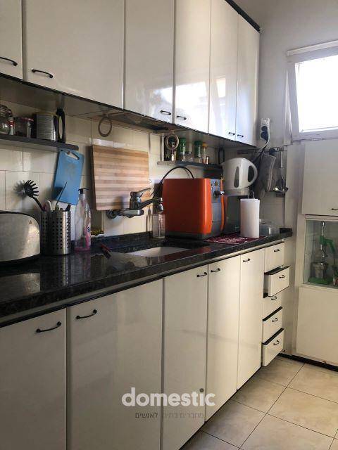 למכירה דירת 2 חדרים מרווחת ליד הבימה תל אביב