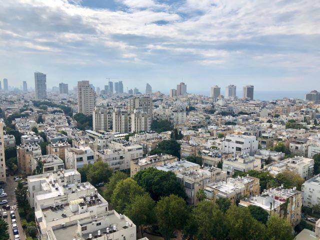 למכירה דירה מרווחת במגדל מבוקש בצפון הישן תל אביב