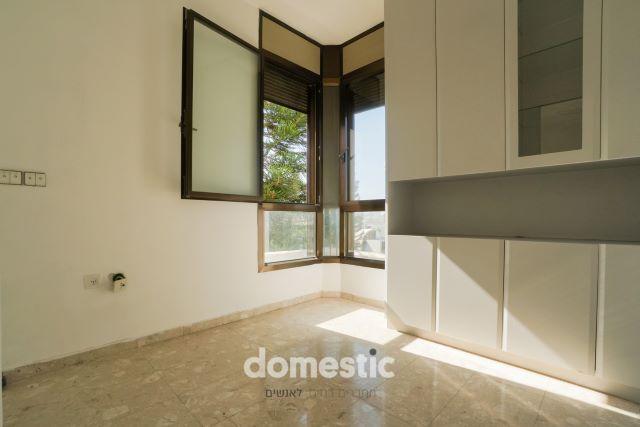 למכירה דירת 3 חדרים בקרבת בן גוריון תל אביב